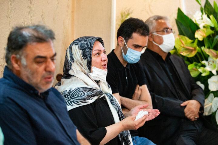 وزیر فرهنگ و سخنگوی دولت در منزل یاسینی خبرنگار ایرنا حضور یافتند